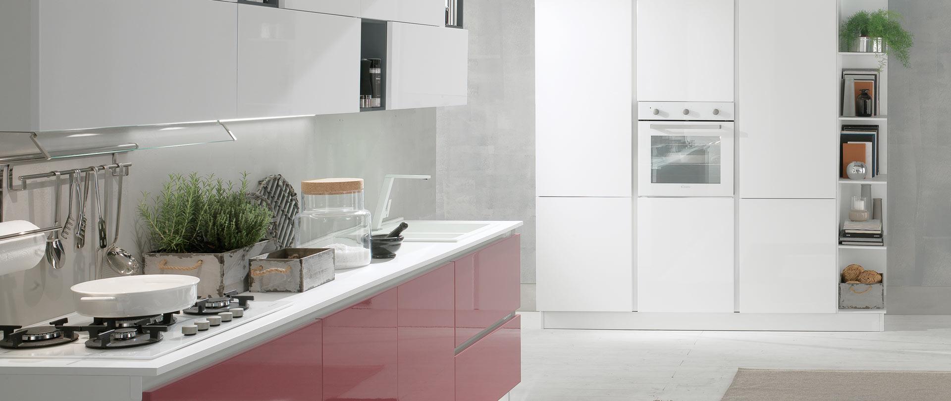 02-evo-cucina-aurora-con-gola-bianco-marsala-finitura-lucida
