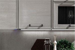 cucina-moderna-quadra-luci-led-sottopensili - EVO Cucine
