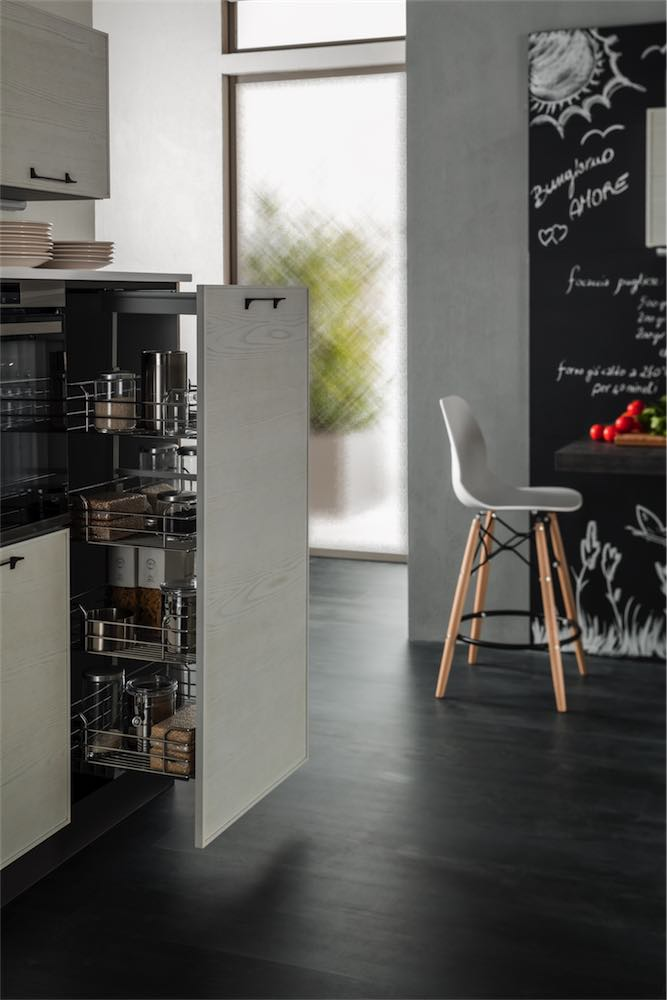 cucina-moderna-quadra-particolare-dispensa - EVO Cucine