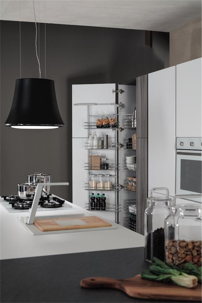 cucina-moderna-sonora-colonna-dispensa - EVO Cucine