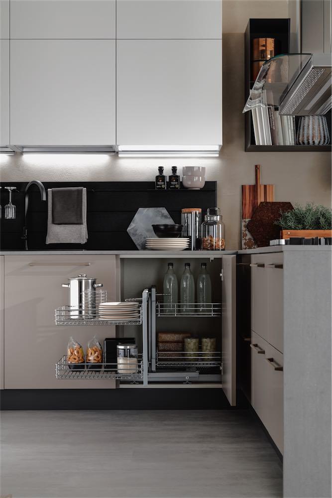 cucina-moderna-sonora-con-base-angolare-attrezzata - EVO Cucine ...