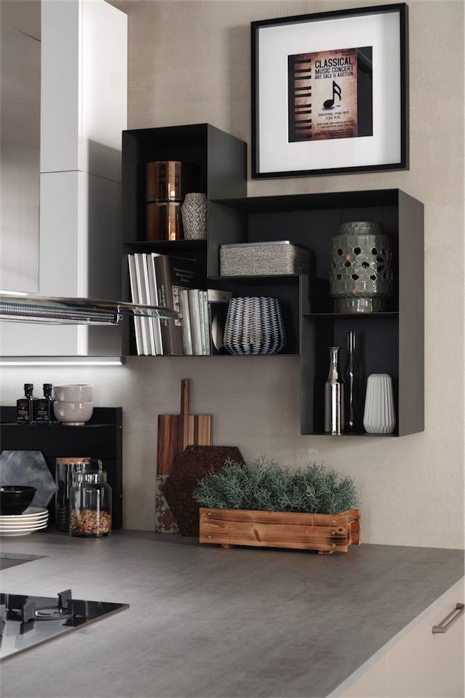 cucina-moderna-sonora-elementi-a-giorno-in-alluminio - EVO Cucine